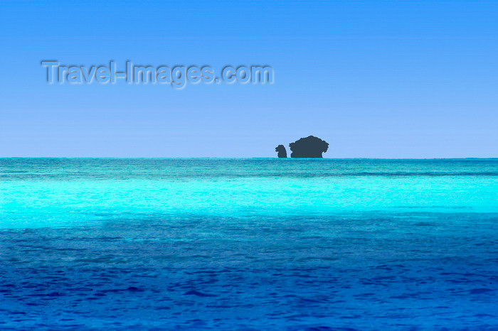 palau17: Rock Islands / Chelbacheb, Koror state, Palau: two Rock Islands and the Pacific Ocean - limestone mushroom - photo by B.Cain - (c) Travel-Images.com - Stock Photography agency - Image Bank