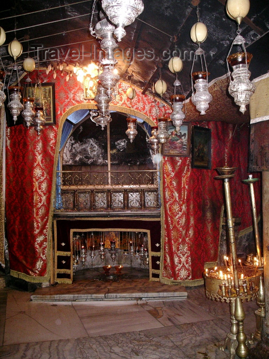palest13: Palestine - West Bank - Bethlehem: Basilica of the Nativity - manger (photo by R.Wallace) - (c) Travel-Images.com - Stock Photography agency - Image Bank