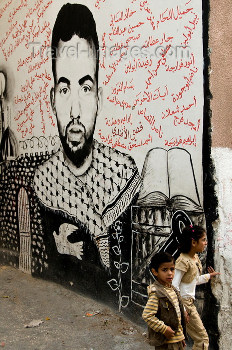 palest18: Dheisheh Refugee Camp, West Bank, Palestine: political mural with local children - photo by J.Pemberton - (c) Travel-Images.com - Stock Photography agency - Image Bank