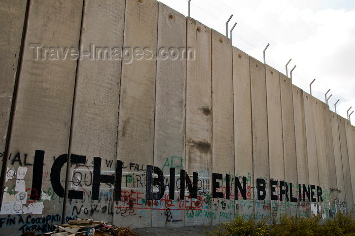 palest34: near Bethlehem, West Bank, Palestine: graffitti on Wall - Kennedy's 'Ich bin ein Berliner' - which can mean 'I am a doughnut' - concrete slabs of the separation fence - photo by J.Pemberton - (c) Travel-Images.com - Stock Photography agency - Image Bank