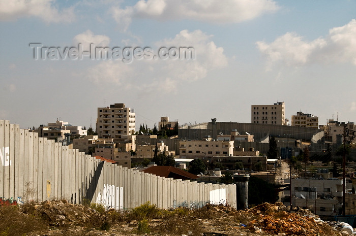 palest37: near Bethlehem, West Bank, Palestine: the winding path of the Wall - Israeli West Bank barrier - photo by J.Pemberton - (c) Travel-Images.com - Stock Photography agency - Image Bank