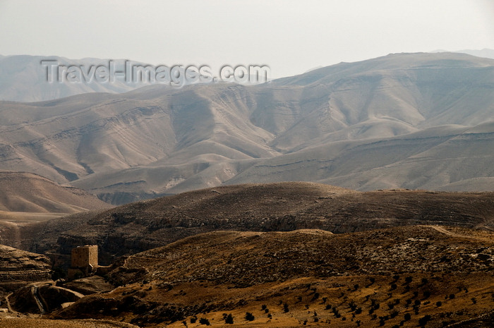 palest39: Mar Saba Monastery, West Bank, Palestine: desert and Women's tower around the monastery - Kidron Valley - Great Lavra of St. Sabas - photo by J.Pemberton - (c) Travel-Images.com - Stock Photography agency - Image Bank