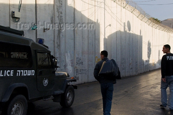 palest43: near Bethlehem, West Bank, Palestine: Israeli police vehicle patroling the wall - Israeli West Bank barrier - photo by J.Pemberton - (c) Travel-Images.com - Stock Photography agency - Image Bank