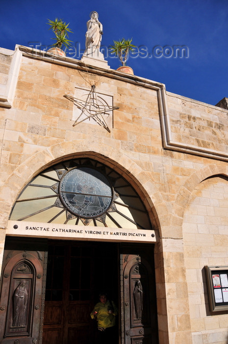 palest61: Bethlehem, West Bank, Palestine: St. Catherine's Roman Catholic church, where the Latin Patriarch of Jerusalem celebrates Midnight Mass on Christmas Eve - entrance - photo by M.Torres - (c) Travel-Images.com - Stock Photography agency - Image Bank