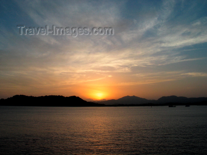 panama242: Panama Canal - sunset - photo by H.Olarte - (c) Travel-Images.com - Stock Photography agency - Image Bank