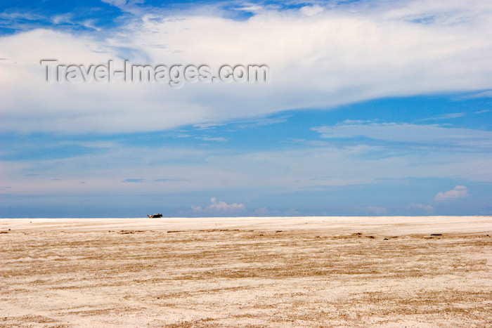 panama349: Panama province - Sandy beach stretch - photo by H.Olarte - (c) Travel-Images.com - Stock Photography agency - Image Bank