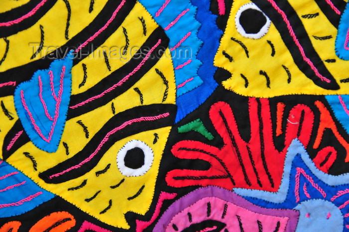 panama367: Panama City / Ciudad de Panamá: Amador causeway - Kuna textiles - mola with fish for sale at Isla Perico - Amerindian art - photo by M.Torres - (c) Travel-Images.com - Stock Photography agency - Image Bank