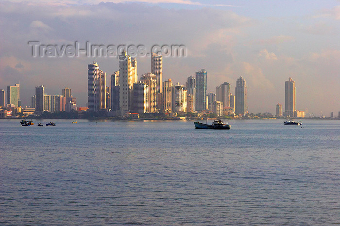 panama91: Panama City: urban skyline - skyscrapers and waterfront - photo by H.Olarte - (c) Travel-Images.com - Stock Photography agency - Image Bank