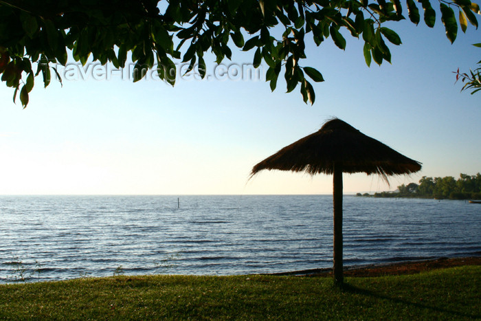 paraguay18: Paraguay - Aregua: beach - lake Ypacarai  / lago Ypacarai - playa (photo by Andre Marcos Chang) - (c) Travel-Images.com - Stock Photography agency - Image Bank