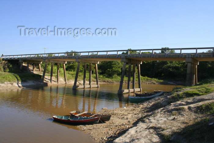 paraguay22: Paraguay - Presidente Hayes department: Bridge over Aguaray Guazu stream (photo by Andre Marcos Chang) - (c) Travel-Images.com - Stock Photography agency - Image Bank