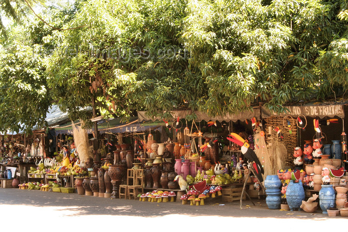 paraguay35: Paraguay - Aregua - Departamento Central: souvenir stalls - photo by A.Chang - (c) Travel-Images.com - Stock Photography agency - Image Bank