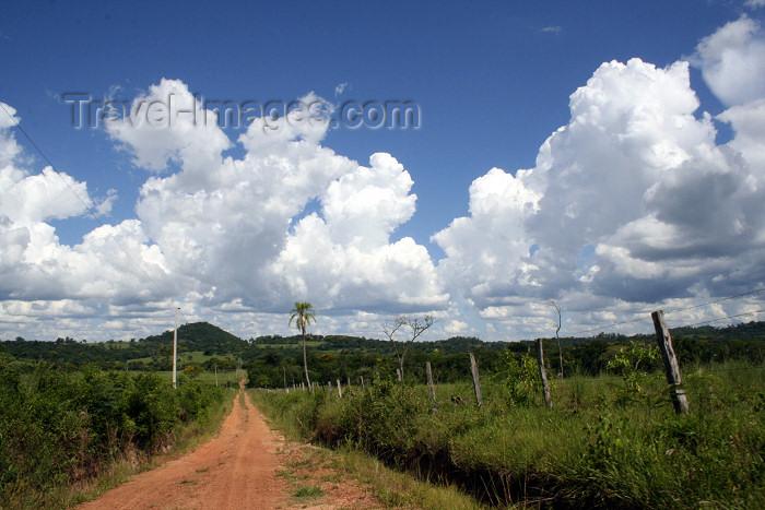 paraguay40: Paraguay - Departamento de Guairá: dirt road leading to Cordillera del Ybytyruzu / Camino de tierra hacia la Cordillera del Ybytyruzu - photo by A.M.Chang - (c) Travel-Images.com - Stock Photography agency - Image Bank
