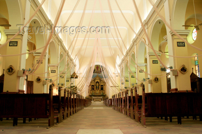 paraguay51: Luque - Departamento Central, Paraguay: church of Our Lady of the Rosary the nave   iglesia de la Virgen del Rosario - nave central - photo by A.Chang - (c) Travel-Images.com - Stock Photography agency - Image Bank