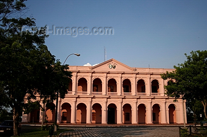 paraguay57: Asunción, Paraguay: Plaza Independencia and the Cabildo museum - former City Hall and Legislative Palace, mixed neoclassical style on the achade with colonial style for the corridor and sides of the building - photo by A.Chang - (c) Travel-Images.com - Stock Photography agency - Image Bank