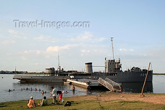 paraguay59: Asunci&#243;n, Paraguay: Peoples old naval vessel and People swimming at the Asuncion bay - 1930s Italian built river gunboat - photo by A.Chang - (c) Travel-Images.com - Stock Photography agency - Image Bank