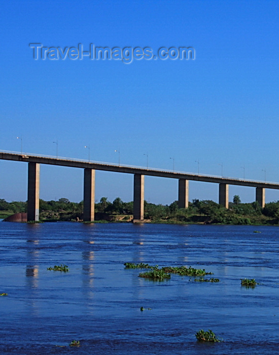 paraguay75: Presidente Hayes department, Paraguay: Remanso bridge over the River Paraguay - Trans Chaco route - photo by A.Chang - (c) Travel-Images.com - Stock Photography agency - Image Bank