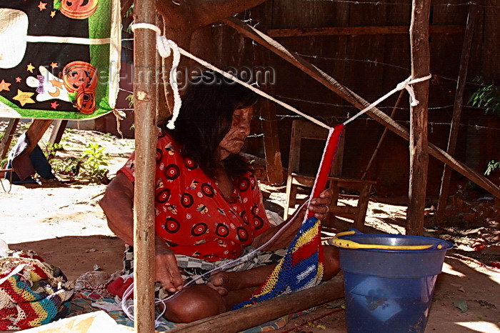 paraguay81: Presidente Hayes department, Paraguay: weaver at work - Maka woman near Puente Remanso - photo by A.Chang - (c) Travel-Images.com - Stock Photography agency - Image Bank