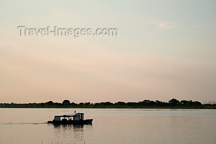 paraguay85: Presidente Hayes department, Paraguay: navigating on Rio Paraguay - photo by A.Chang - (c) Travel-Images.com - Stock Photography agency - Image Bank