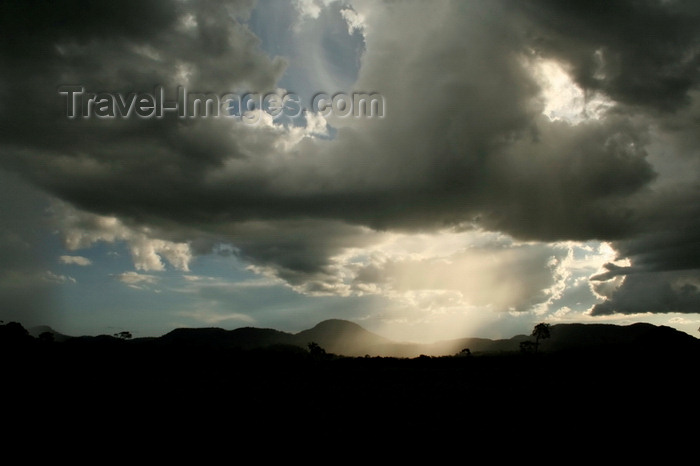 paraguay94: Cordillera del Ybytyruzu, Guaira department, Paraguay: storm - rain over the Ybytyruzu mountains - photo by A.Chang - (c) Travel-Images.com - Stock Photography agency - Image Bank