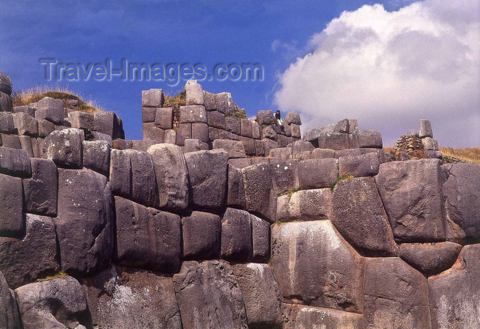 peru12: Cusco, Peru: walls of Sacsahuaman / Sacsayhuaman: perfect walls - Inca stonework - Cyclopean walls of Sacsahuaman - megalithic walls - photo by L.Moraes - (c) Travel-Images.com - Stock Photography agency - Image Bank