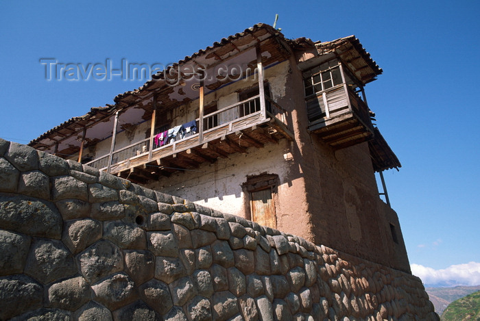 peru127: Cuzco region, Peru: old hacienda house, built on a foundation of Inca stone work - photo by C.Lovell - (c) Travel-Images.com - Stock Photography agency - Image Bank