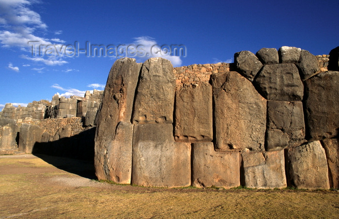 peru128: Cuzco, Peru: the ruins of Sacsayhuaman incorporate some of the largest stones ever used by the Inca - main battlements - photo by C.Lovell - (c) Travel-Images.com - Stock Photography agency - Image Bank