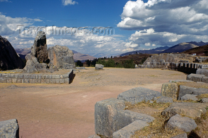 peru131: Qenko, Cuzco region, Peru: a carved rock monolith dominates the Inca shrine - photo by C.Lovell - (c) Travel-Images.com - Stock Photography agency - Image Bank
