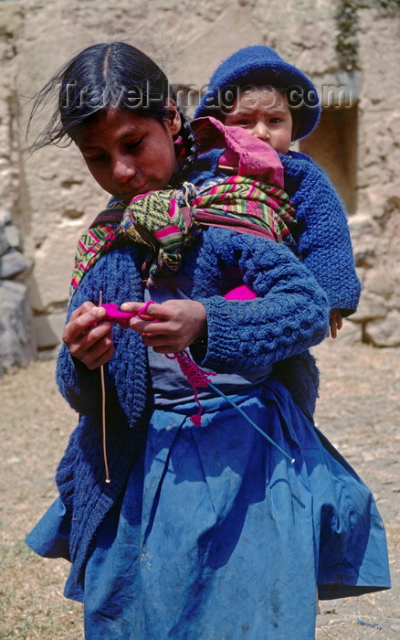 peru134: Cuzco region, Peru: Quechua woman with baby – Inca descendents - photo by C.Lovell - (c) Travel-Images.com - Stock Photography agency - Image Bank