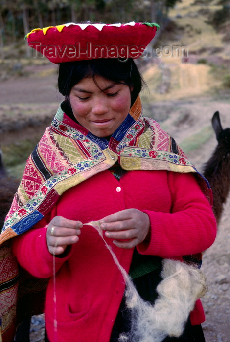 peru135: Cuzco region, Peru: young Quechua woman spinning wool - Peruvian Andes - photo by C.Lovell - (c) Travel-Images.com - Stock Photography agency - Image Bank