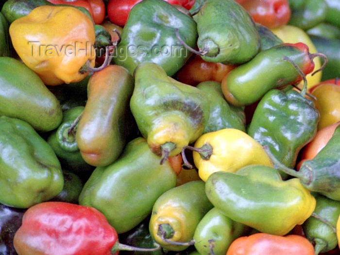 peru55: Cuzco, Peru: peppers in the market / pimientos - photo by M.Bergsma - (c) Travel-Images.com - Stock Photography agency - Image Bank