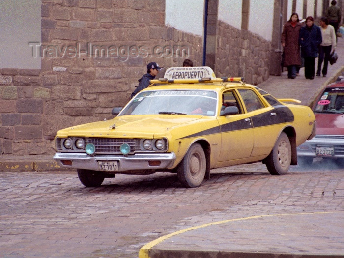 peru56: Cuzco, Peru: yellow taxi - airport sevice - photo by M.Bergsma - (c) Travel-Images.com - Stock Photography agency - Image Bank