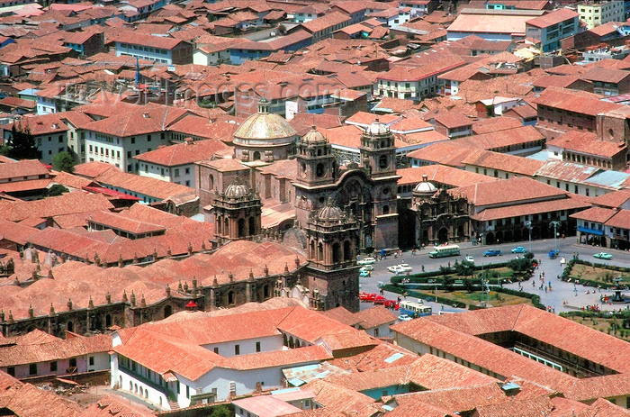 peru59: Cuzco, Peru: overlooking  the Cathedral and the main square - Plaza de  Armas - red roofs - photo by J.Fekete - (c) Travel-Images.com - Stock Photography agency - Image Bank
