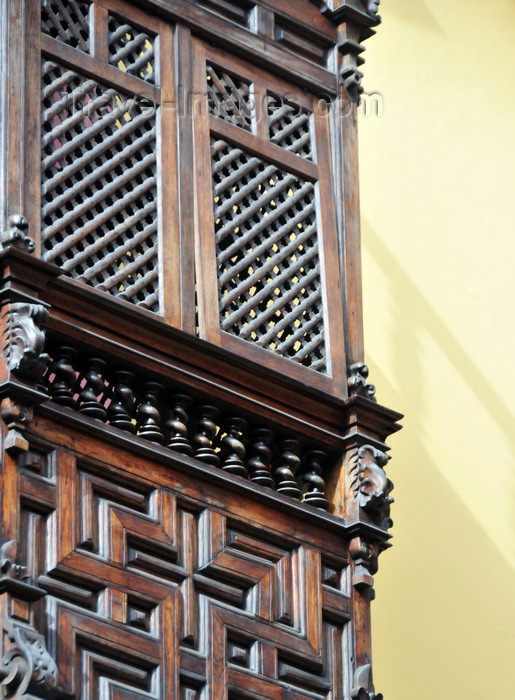 peru62: Lima, Peru: Moorish wooden balcony at the Palace of the Marquis Torre Tagle - former treasurer of the Spanish Armada - 18th century - offices of the Foreign Ministry - Mashrabiya oriel window - photo by M.Torres - (c) Travel-Images.com - Stock Photography agency - Image Bank