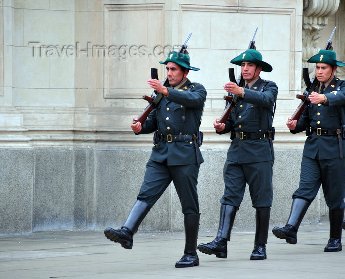peru81: Lima, Peru: soldiers march carrying rifles with baionets - Government Palace - Plaza de Armas - photo by M.Torres - (c) Travel-Images.com - Stock Photography agency - Image Bank