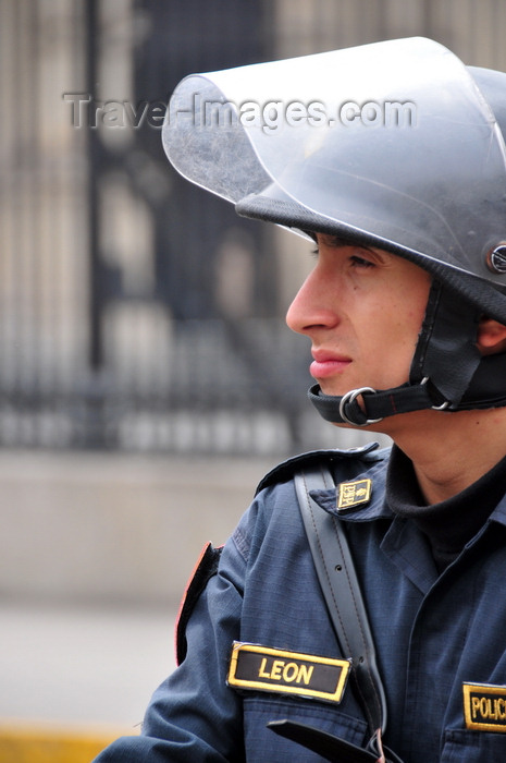peru83: Lima, Peru: riot police agent at Plaza de Armas - photo by M.Torres - (c) Travel-Images.com - Stock Photography agency - Image Bank