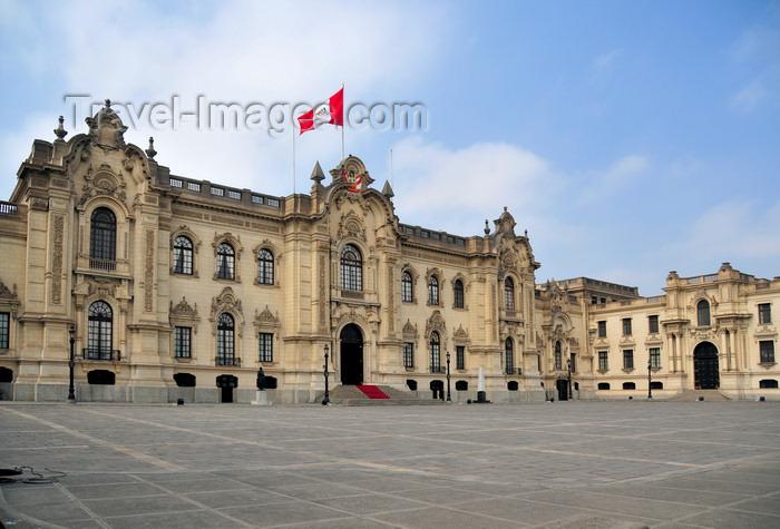 peru93: Lima, Peru: Government Palace - Residence of the President - known as House of Pizarro - Palacio de Gobierno - Plaza de Armas - photo by M.Torres - (c) Travel-Images.com - Stock Photography agency - Image Bank