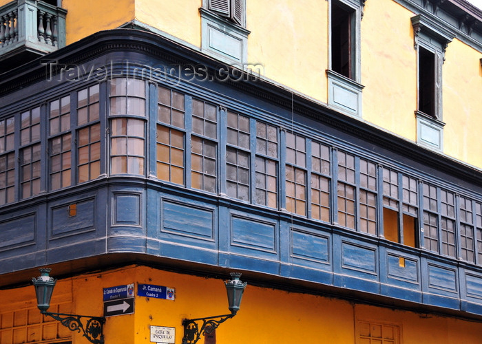 peru95: Lima, Peru: long wooden balcony at the corner of Conde de Superunda and Camaná streets - photo by M.Torres - (c) Travel-Images.com - Stock Photography agency - Image Bank