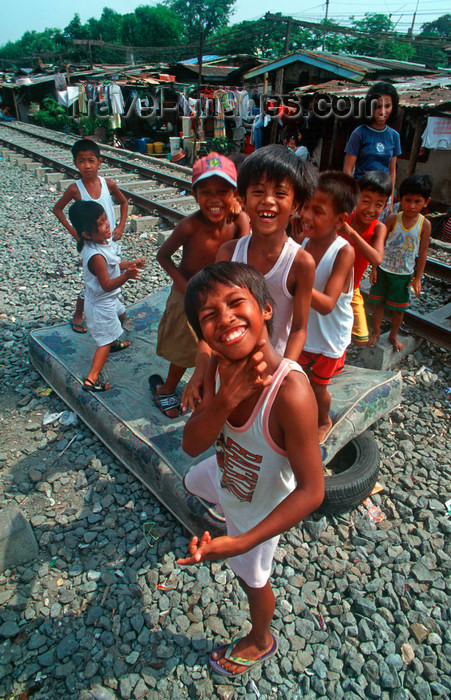 phil27: Manila city, Philippines - boys with an attitude - Slums and shanty towns - photo by B.Henry - (c) Travel-Images.com - Stock Photography agency - Image Bank