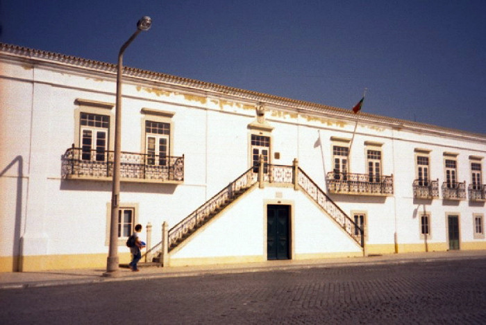portugal-fa21: Portugal - Algarve - Faro: upstairs - downstairs - old Customs house - sobe e desce - Alfândega - Avenida da República - Bairro Ribeirinho - photo by M.Durruti - (c) Travel-Images.com - Stock Photography agency - Image Bank