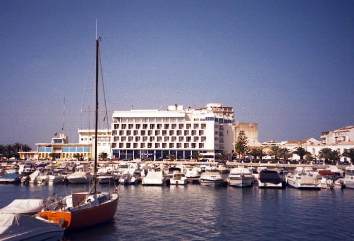 portugal-fa23: Portugal - Algarve - Faro: the marina and the Naval Museum - a marina / doca de recreio e o Museu da Marinha - photo by M.Durruti - (c) Travel-Images.com - Stock Photography agency - Image Bank