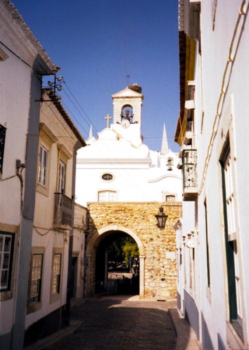 portugal-fa27: Portugal - Algarve - Faro / FAO: the Vila arch and the storks - o Arco da Vila e as cegonhas - photo by M.Durruti - (c) Travel-Images.com - Stock Photography agency - Image Bank