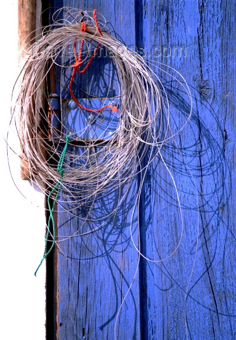 portugal-li203: Ericeira  (Concelho de Mafra), Portugal: fishing gear - line and blue background / azul - photo by Francisca Rigaud - (c) Travel-Images.com - Stock Photography agency - Image Bank