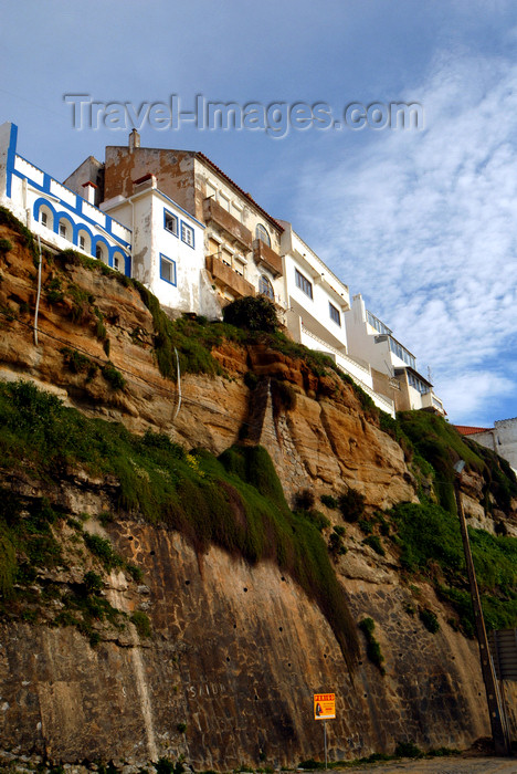portugal-li323: Ericeira, Mafra, Portugal: buildings on the cliff edege - edifícios construídos sobre a falésia - photo by M.Durruti - (c) Travel-Images.com - Stock Photography agency - Image Bank