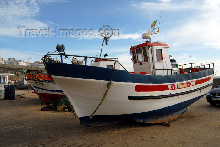 portugal-li324: Ericeira, Mafra, Portugal: fishing boat 'Novo Marinheiro' - pequena traineira - photo by M.Durruti - (c) Travel-Images.com - Stock Photography agency - Image Bank