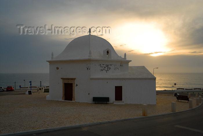 portugal-li331: Ericeira, Mafra, Portugal: S.Sebastião chapel - sunset / Capela de S.Sebastião ao fim do dia - photo by M.Durruti - (c) Travel-Images.com - Stock Photography agency - Image Bank