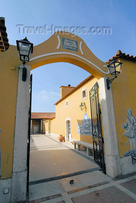 portugal-li333: Vila Franca do Rosário (Mafra), Portugal: Quinta do Casal Novo - Patio - photo by M.Durruti - (c) Travel-Images.com - Stock Photography agency - Image Bank