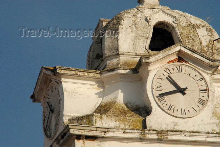 portugal-se158: Portugal - Setúbal: clocks at St Julian's church / Igreja de São Julião - relógios - photo by M.Durruti - (c) Travel-Images.com - Stock Photography agency - Image Bank