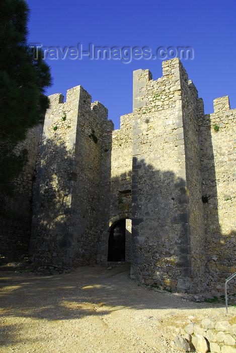 portugal-se190: Sesimbra, Portugal: the castle - gate in the inner walls - Castelo de Sesimbra ou castelo dos Mouros - entrada nas muralhas interiores - photo by M.Durruti - (c) Travel-Images.com - Stock Photography agency - Image Bank