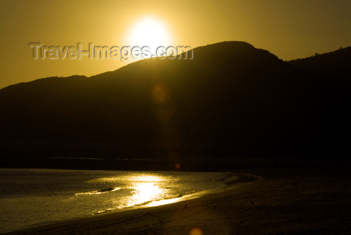 portugal-se197: Sesimbra, Portugal: sun and the bay - sol e a baía - photo by M.Durruti - (c) Travel-Images.com - Stock Photography agency - Image Bank