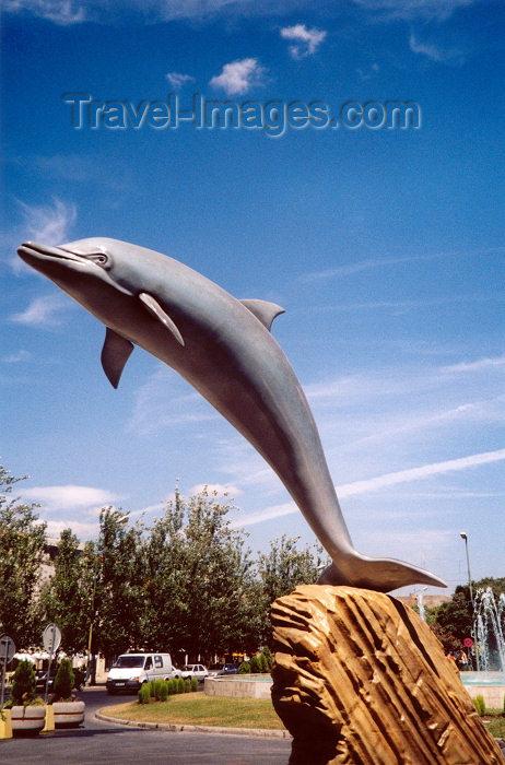 portugal-se41: Portugal - Setubal: dolphins can fly / golfinho - roaz corvineiro - na avenida Luiza Tody - photo by M.Durruti - (c) Travel-Images.com - Stock Photography agency - Image Bank
